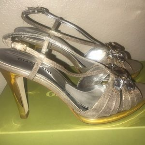 Gianni Bini Sparkly Jeweled Heels !!